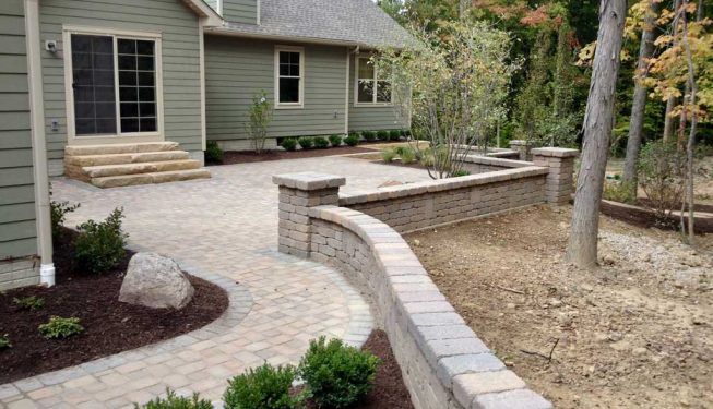 Paver patio with wall seats
